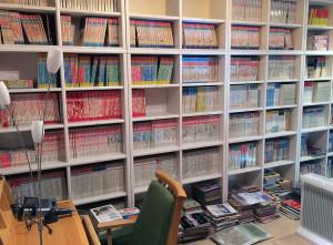 写真:ゲーム保存協会の書斎。所狭しとゲーム雑誌が納められている。